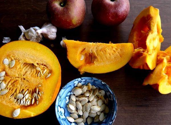 Spullen voor pompoensoep met appels uit de oven