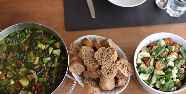 Wittebonensoep met palmkool en courgette