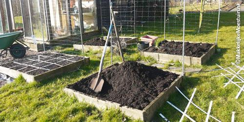 Aanvullen met compost
