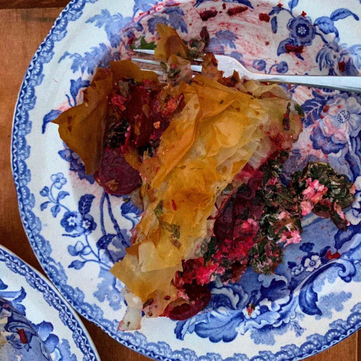 Filodeeg pakketjes met rode biet, palmkool en snijbiet uit de Makkelijke Moestuin