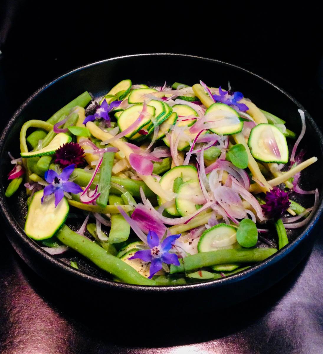 Salade met boontjes en courgette uit de Makkelijke Moestuin