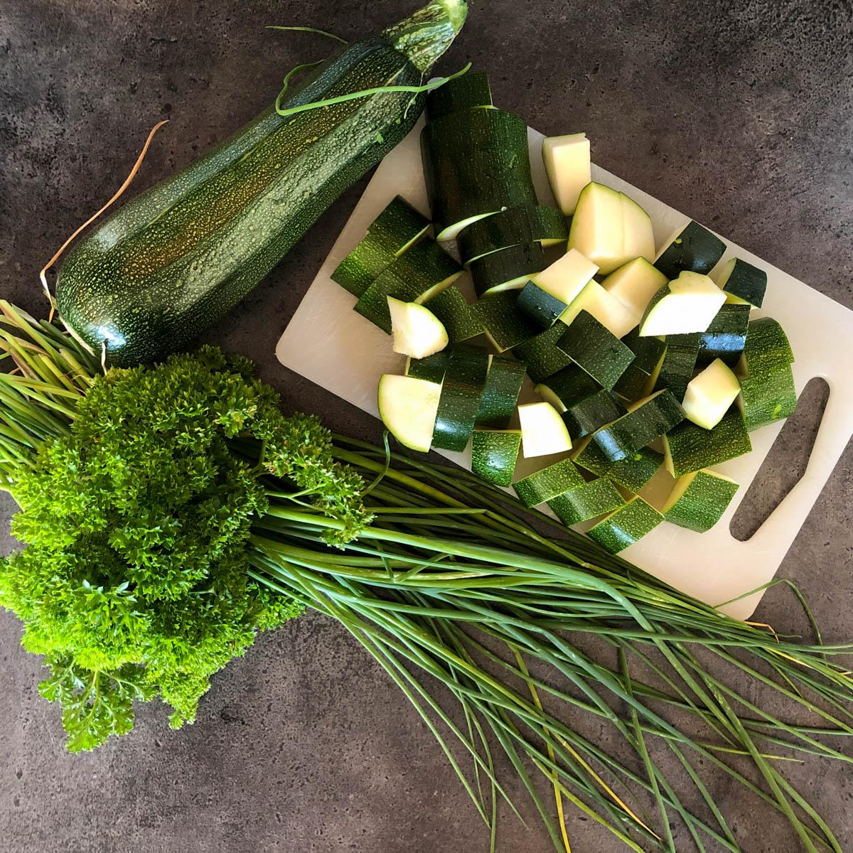Ingrediënten voor snelle en supergezonde courgettesoep