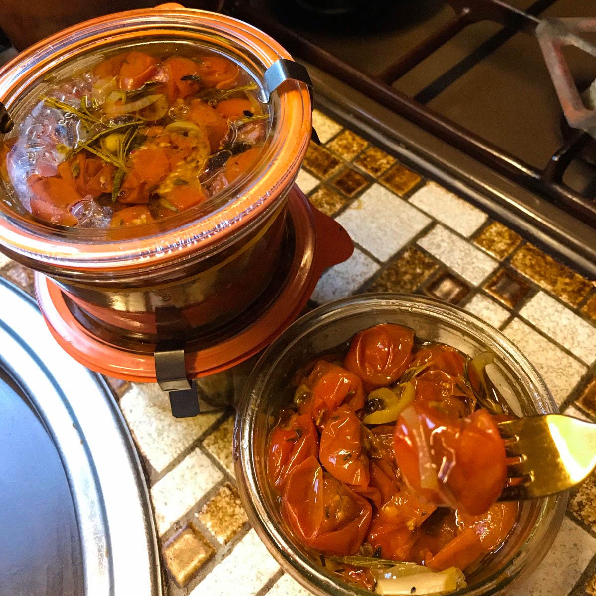 Recepte voor ingemaakte tomaatjes uit de Makkelijke Moestuin