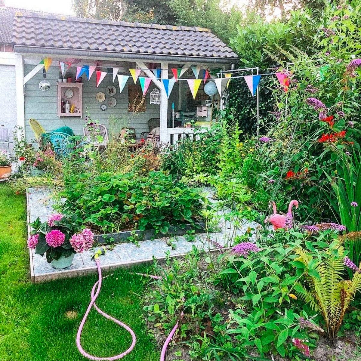 De tuin van Rode Kers aan het eind van de zomer